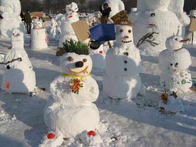 Schneemänner- und frauen