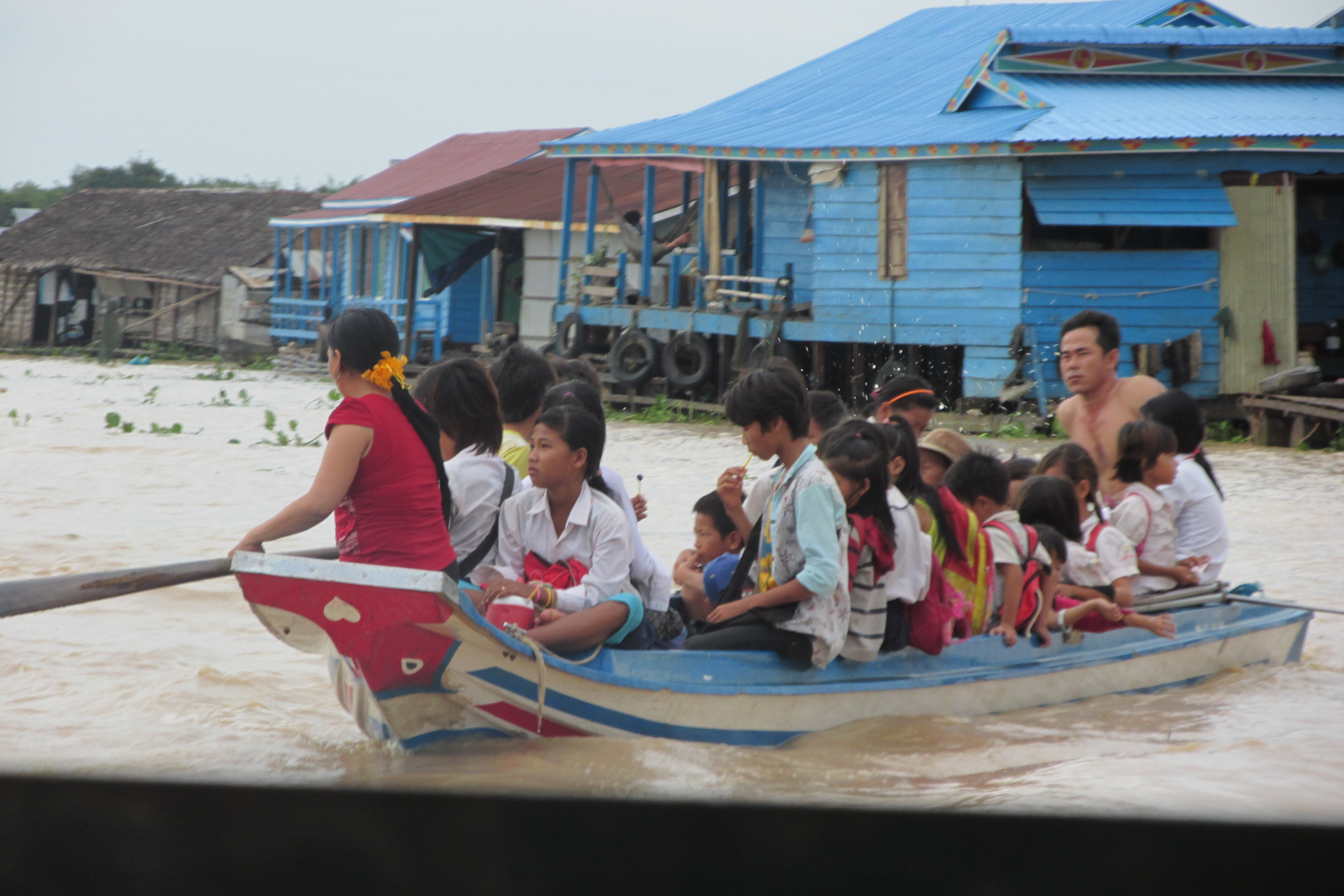 Schulkinder am Tonle Sap